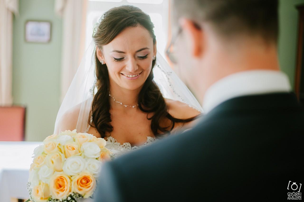 Menyasszony készülődése az esküvő előtt