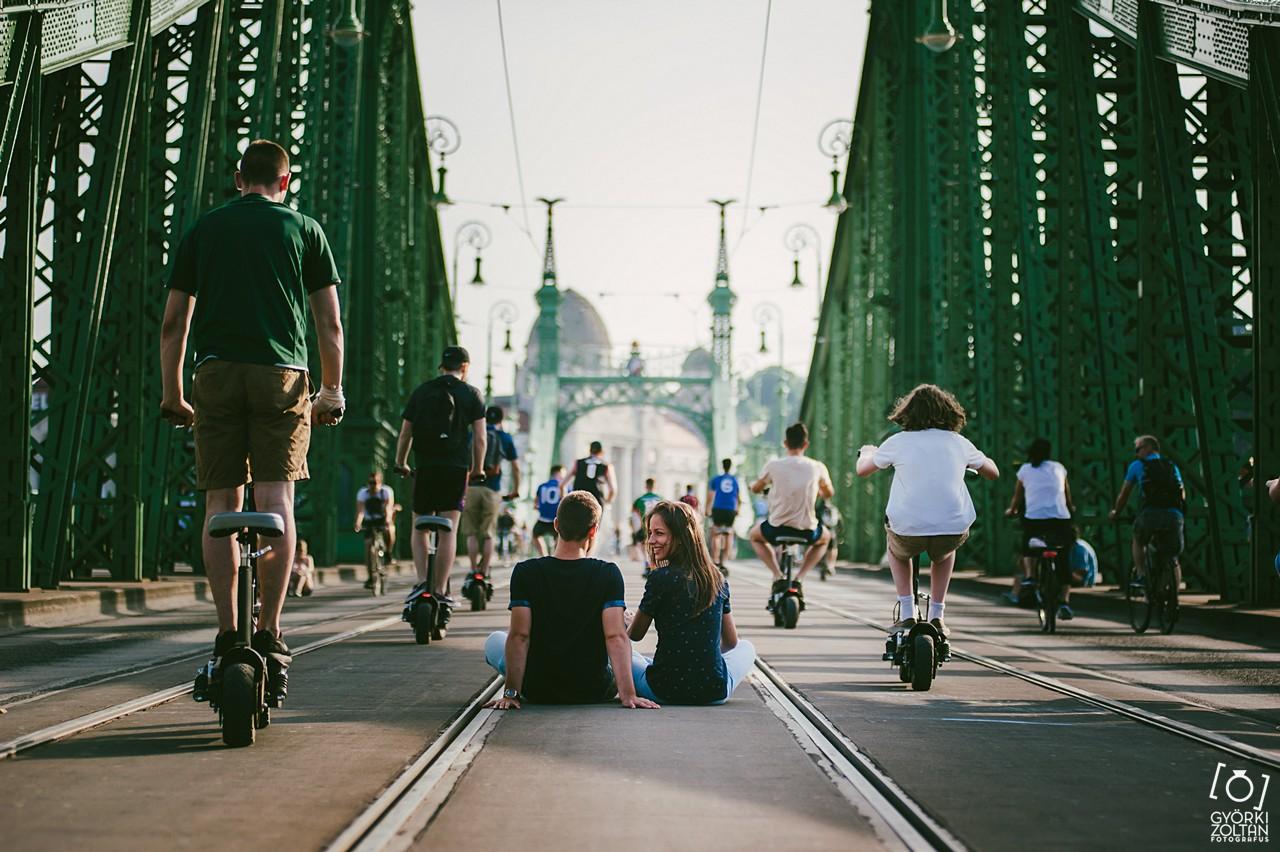 Jegyes fotózás a Szabadság-hídon